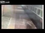 Հնդկաստանում ուսանողը փորձել է կառչել գնացքից, սակայն ընկել է տակը