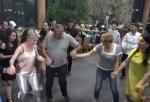 Սամվել Ալեքսանյանը քոչարի է պարել Վերջին զանգի տոնակատարության ժամանակ