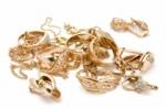 Ծեծել էին տանտիրուհուն, բնակարանից հափշտակել 350․000 դրամի ոսկեղեն