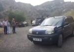 Գարեգին Բ-ի մեքենան շրջափակել են (տեսանյութ)