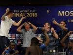 Ֆրանսիայի հավաքականի ֆուտբոլիստները տապալել են Դեշամի հետխաղյա մամլո ասուլիսը (տեսանյութ)