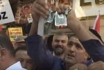 «Դոլարը գետնին, լիրան գրպանում». Անկարայի բնակիչները դոլարներ են ցուցադրաբար պատռել (տեսանյութ)