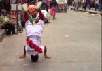 85-ամյա թոշակառուն վարպետորեն գնդակ է խաղում Պերուի փողոցներում