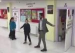 Դիարբեքիրում ուսուցիչն առավոտյան աշակերտներին պարելով է դիմավորում