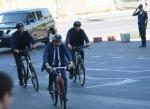 Հոլանդիայի վարչապետն էլ է հեծանվով երթևեկում, ուղղակի կողքից երկու հեծանվորդ չի լինում