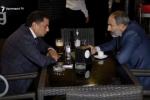 Սրճարանում հանդիպել են Նիկոլ Փաշինյանն ու Վահրամ Բաղդասարյանը (տեսանյութ, լրացված)
