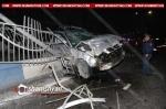 BMW-ի վարորդը Արգավանդի ճանապարհին տապալել է մի քանի երկաթե ճաղավանդակներ ու հայտնվել բաժանարար գոտու բետոնե հատվածի վրա