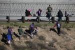 При попытке попасть в США через границу с Мексикой за год погибли более 260 человек