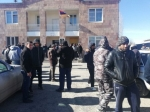 Լարված իրավիճակ Արշալույս գյուղում. ոստիկանները շրջափակել են գյուղապետարանի շենքը (լուսանկար, տեսանյութ)