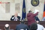 Նարեկ Մալյանն Աննա Հակոբյանի հիմնադրամի համար հավաքած մետաղադրամներով լի արկղը լցրեց ԵՊՀ հոգաբարձուների խորհրդի նախագահի առջև (տեսանյութ)