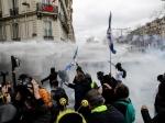 В ходе акции «желтых жилетов» в Париже произошли массовые столкновения