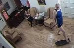 Катание Ассанжа на скейте в посольстве Эквадора попало на видео
