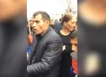 Մինչև Նարեկին չտան, մենք ստեղից գնացող չենք. զարթոնքցիների բողոքը դատարանի մոտ