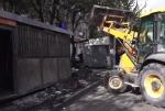 Ապամոնտաժում են Նար-Դոսի փողոցում գտնվող կրպակները (տեսանյութ)