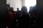 «Հանգի՛ստ մի հատ հլը». լարված իրավիճակ Արարատի մարզպետարանում (տեսանյութ)