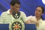 Ելույթի ժամանակ Ֆիլիպինների նախագահի վրա հսկայական խավարասեր է բարձրացել