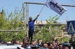 Քոչարյանի դեմ պայքարող հեղափոխական զանգվածն այսօր 5000 դրամով վաճառեց «Դուխով» դրոշը