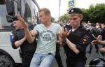 Ջրցան մեքենաներ, մահակներ և զանգվածային ձերբակալումներ՝ Մոսկվայում (տեսանյութ)