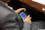 Ազգային ժողովի արտահերթ նիստում «Իմ քայլի» պատգամավորը թենիս է նայել