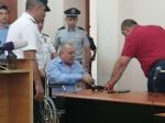 Մանվել Գրիգորյանին շտապօգնության մեքենայով բերեցին դատարան (լուսանկար, ուղիղ)
