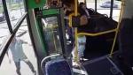 Ալմաթիում մայրը երեխայի հետ թռել է առանց վարորդի ավտոբուսից և ընկել անիվների տակ (տեսանյութ)