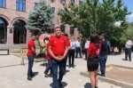 Մի խումբ քաղաքացիներ կազմակերպել են արդարադատության հոգեհանգիստը Վերաքննիչ դատարանում և ծաղկեպսակ են դրել (տեսանյութ)