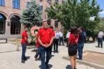 Группа граждан организовала во дворе Апелляционного суда панихиду по правосудию (видео)