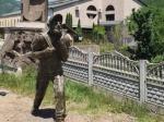 Իջևանցիները փորձել են կոտրել Փաշինյանի արձանը